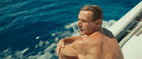 L-odyssee-film-movie-mer-sea-ocean-france-commandant-cousteau-pierre-niney-lambert-wilson-muscles